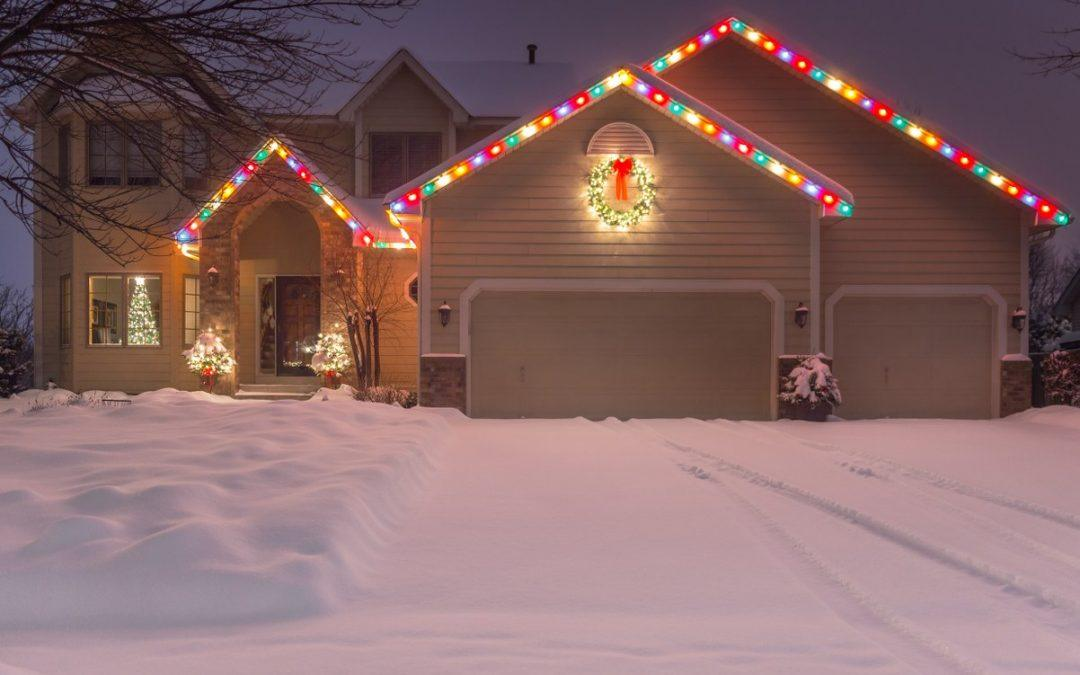 How to Stay Safe While Hanging Rooftop Holiday Lights